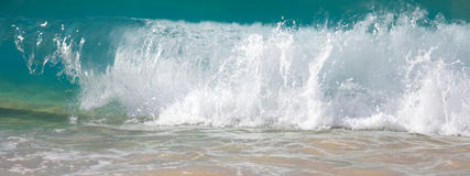 волны берега пляжа большие ломая Стоковые Фото