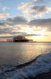 волны захода солнца пристани brighton Стоковая Фотография RF
