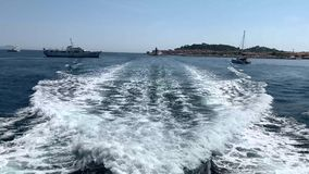 Волны за яхтой сток-видео