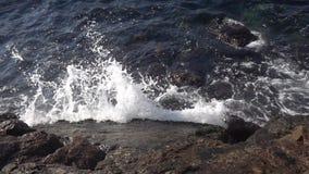 Волны и замедленное движение утесов сток-видео