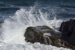 Волны и утесы в Чёрном море Стоковая Фотография