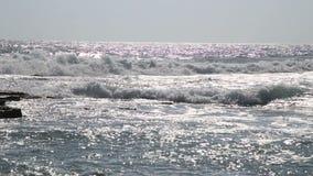 Волны и утесы Средиземного моря видеоматериал
