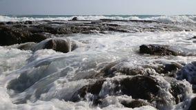 Волны и утесы Средиземного моря сток-видео