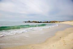 Волны на песчаном пляже Samil в Виго, Виго, Галиции, Испании Стоковые Фотографии RF