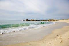 Волны на песчаном пляже Samil в Виго, Виго, Галиции, Испании Стоковые Изображения