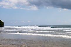 Волны на пляже Бали Balangan Стоковое фото RF