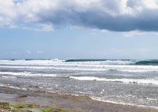 Волны на пляже Бали Balangan Стоковая Фотография