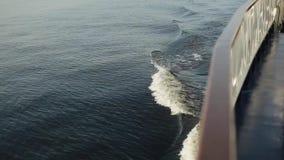 Волны на реке причиненном кораблем видеоматериал