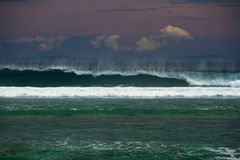 волны пляжа ломая Стоковые Фотографии RF