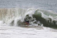 Волны Bodyboarder улавливая на клине в пляже Ньюпорта Стоковая Фотография RF