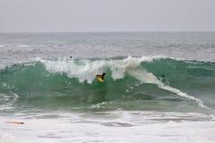Волны Bodyboarder улавливая на клине в пляже Ньюпорта Стоковые Изображения RF