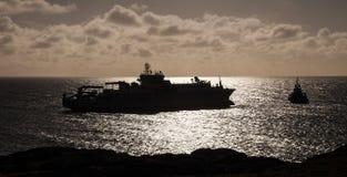 Волокно - оптический кабель приходя ashore стоковые изображения rf