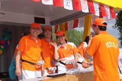 волонтеры станции u shenzhen стоковые изображения