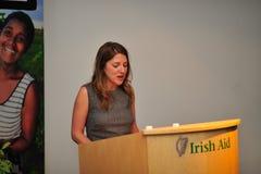 волонтер yvonne mckenna Др. Ирландии центров Стоковые Изображения RF