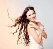 волосы девушки брюнет длиной Стоковые Изображения RF