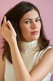 волосы девушки ее удерживание довольно Стоковые Изображения RF
