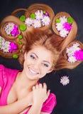 волосы девушки цветков она Стоковое Фото