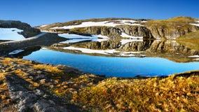 Волшебное ледниковое озеро, ландшафт горы лета Стоковая Фотография