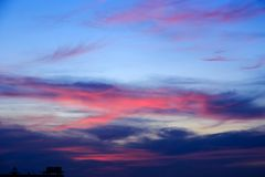 Волшебное нереальное красочное небо на восходе солнца Стоковые Изображения