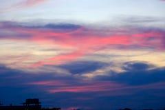 Волшебное нереальное красочное небо на восходе солнца Стоковая Фотография RF