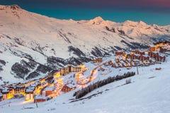 Волшебные восход солнца и лыжный курорт в французских Альпах, Европа Стоковая Фотография