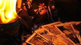 Волшебные карточки Tarot рассказчика удачи колдовства мистические видеоматериал