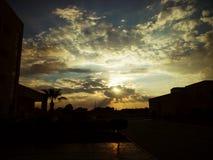 Волшебный заход солнца через облака стоковое фото rf