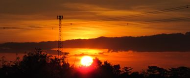 Волшебный час золотого захода солнца стоковое фото rf