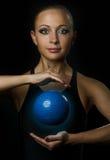 волшебство девушки пригодности шарика Стоковые Фотографии RF