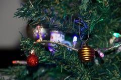 Волшебство рождества с красивыми украшениями - вид спереди Стоковые Изображения