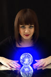 волшебство девушки шарика Стоковые Фото