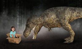 Воображение, Playtime, потеха, девушка, динозавр Tyrannesaurus Rex стоковые изображения rf