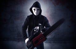 Вооруженная убийца в пустой кровопролитной концепции комнаты стоковое фото rf