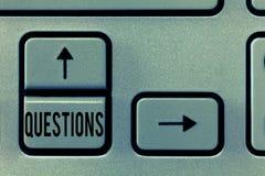 Вопросы о текста почерка Концепция знача вопросительное выражение спрашивая ответы прося решения стоковые изображения