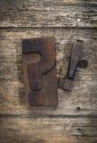 Вопрос и винтажного восклицательные знаки блока печатания letterpress Стоковая Фотография RF