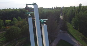 Воронеж, Россия, памятник к самолету Второй Мировой Войны Антенна вокруг сток-видео