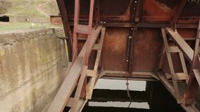 Ворота в водяном канале сток-видео