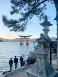Ворота в Miyajima стоковое изображение