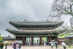 Ворота Heungnyemun дворца Gyeongbokgung в Сеуле стоковые фотографии rf