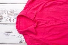 Воротник красной рубашки ` s женщины Стоковые Фотографии RF