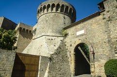 Ворот деревни Италии Selci Volterra порта средневековой Стоковое фото RF