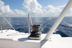 Ворот на паруснике на предпосылке моря стоковое изображение rf
