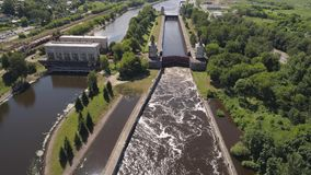 Ворот на реке Стробы шлюза