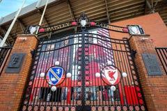 Ворот Пейсли перед стадионом Anfield стоковая фотография rf