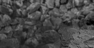 Ворох угля Один утес конца угля вверх на черной предпосылке угля установьте текст скопируйте космос Высококачественный уголь мини Стоковая Фотография RF