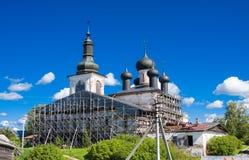 Воскресение Христоса церков и собора святой троицы на монастыре зоны Vologda воскресения, России Goritsy Стоковая Фотография RF