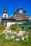 Воскресение Христоса церков и собора святой троицы на монастыре зоны Vologda воскресения, России Goritsy Стоковая Фотография