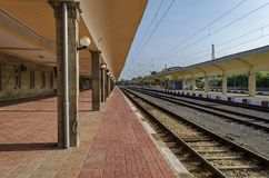 Восстанавливать старую станцию железной дороги, уловка, Болгария стоковые фотографии rf