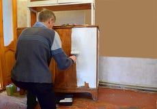 Восстановление старой мебели стоковое изображение rf