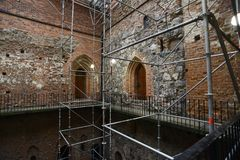 Восстановление стен средневекового замка стоковое фото rf